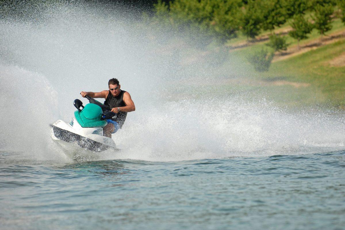 High speed jetski with water spray